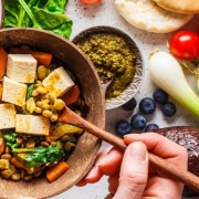 Plant-based diets shown to lower blood pressure even with limited meat and dairy - رژیم غذایی گیاهی می تواند به کاهش فشارخون کمک کند