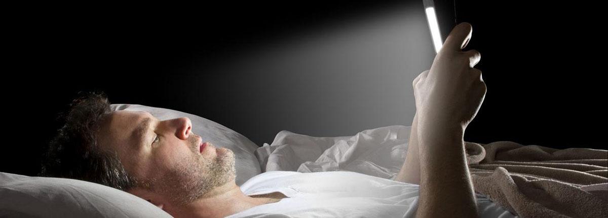 Exposure to light-emitting media devices at night linked with poor sperm quality - نور وسایل الکترونیکی در شب می تواند باعث کاهش کیفیت اسپرم ها شود
