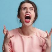 sleep restriction amplifies anger - محرومیت از خواب باعث تشدید خشونت میشود