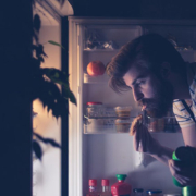 Those Late Night Snacks May Be Hurting You at Work - ارتباط تغذیه و عملکرد شغلی